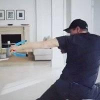 Jeremy Renner entrena con arco de juguete para la serie de Hawkeye