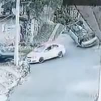 Auto pierde el control y se vuelca en calle empinada de Tlalpan