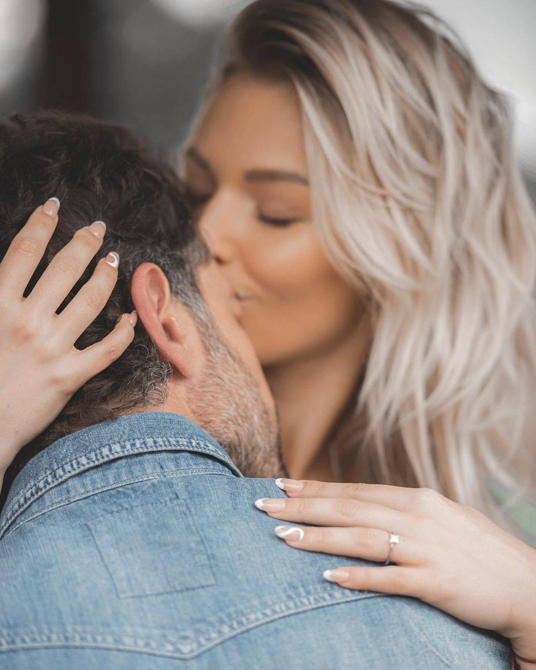 Gabriel Soto Irina Baeva anillo de compromiso