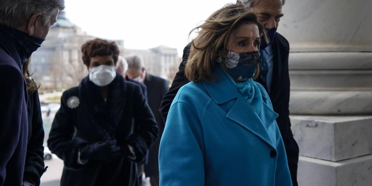 """Pelosi afirma que varios congresistas """"ayudaron"""" asaltantes del Capitolio y los """"hicieron sentir cómodos"""""""