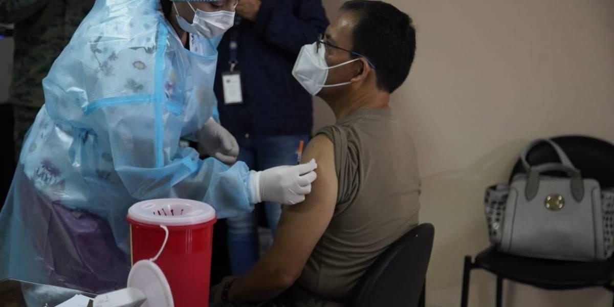 Con 390 dosis mañana arranca la vacunación en Cuenca