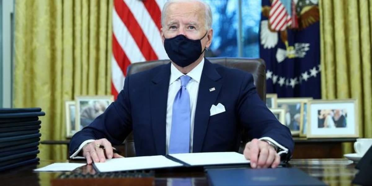 """Donald Trump le dejó una carta """"muy generosa"""" a Joe Biden, pero no reveló su contenido"""