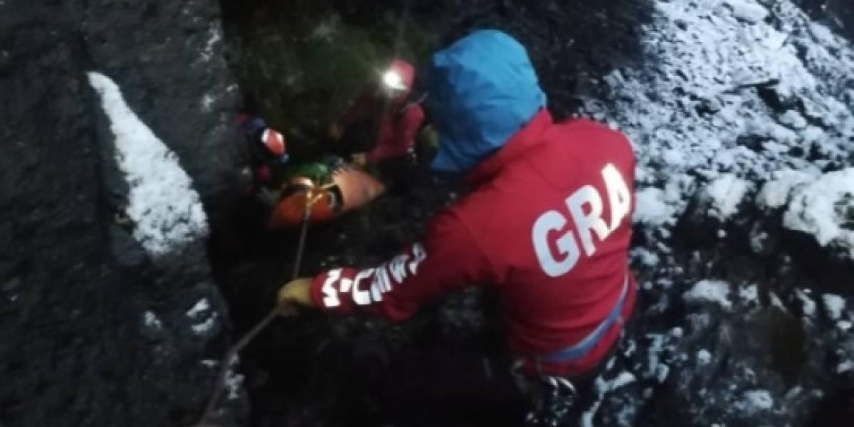 Rescatan a persona herida en Volcán Altar