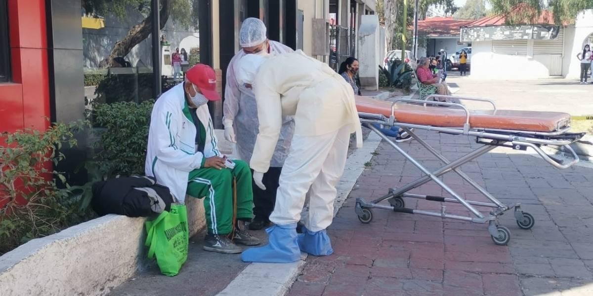 Familia en México abandona anciano de 79 años en la calle por tener síntomas de COVID