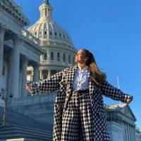 JLo recibe un beso de felicitación de ARod tras su actuación en la Inauguración Presidencial