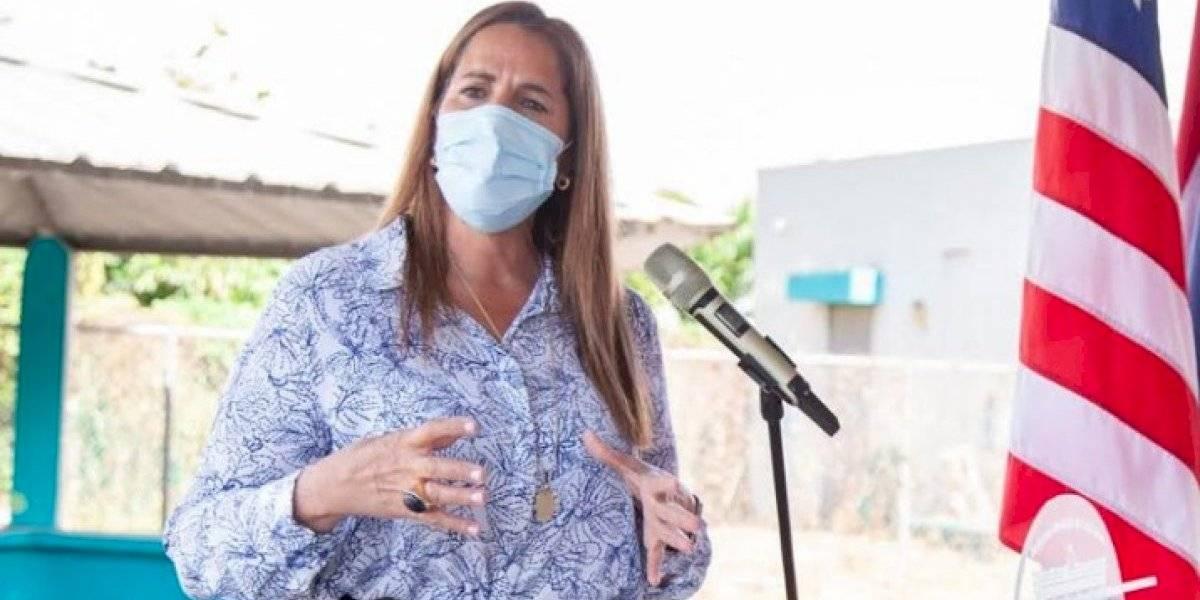Lornna Soto alquila por un dólar escuela pública en desuso
