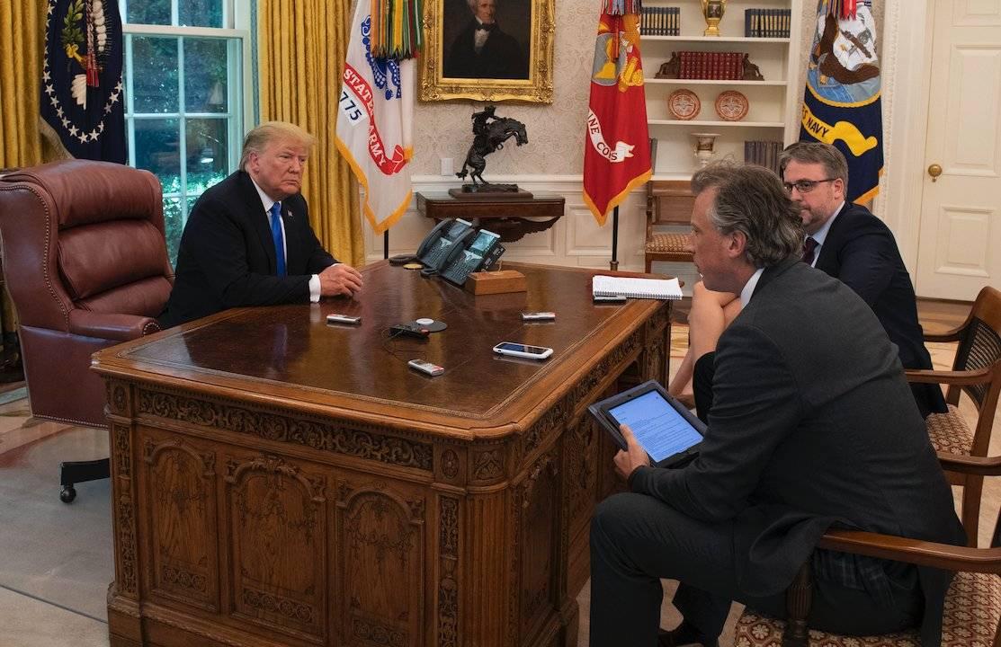 Donald Trump en su despacho.