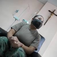 La Mayor Jeaneth Morales, jefe del área de emergencia del Hospital Militar, primera persona vacunada contra la covid-19