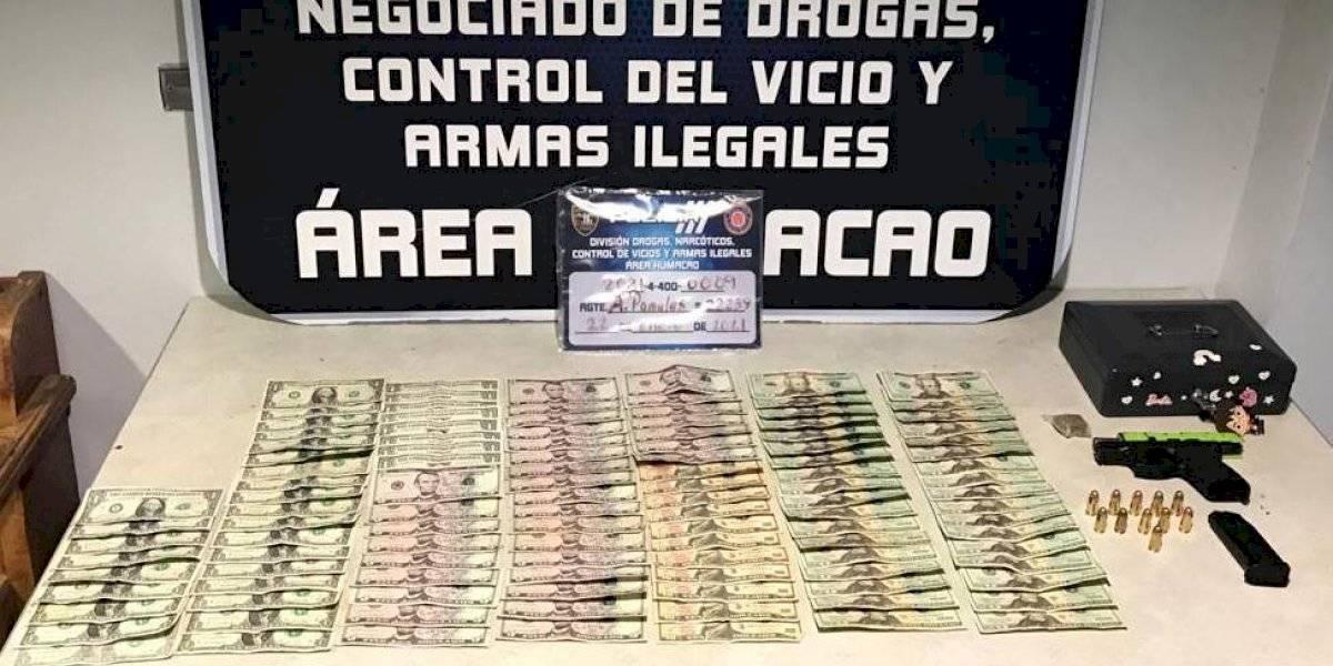 Arrestan mujer en residencial de Las Piedras tras encontrarle una pistola y efectivo