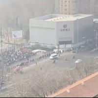 Reportan largas filas en Beijing para aplicación de la prueba de Covid-19