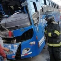 Bus se chocó contra una casa en Carcelén Bajo, en el norte de Quito