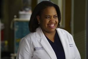 Foto de profissional da saúde sendo vacinado acaba em meme de Grey's Anatomy; confira
