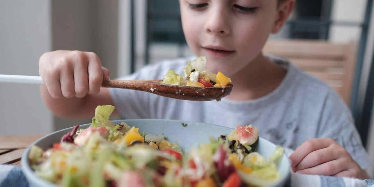 La dieta vegana no es recomendable en niños: un estudio encuentra estos peligrosos riesgos