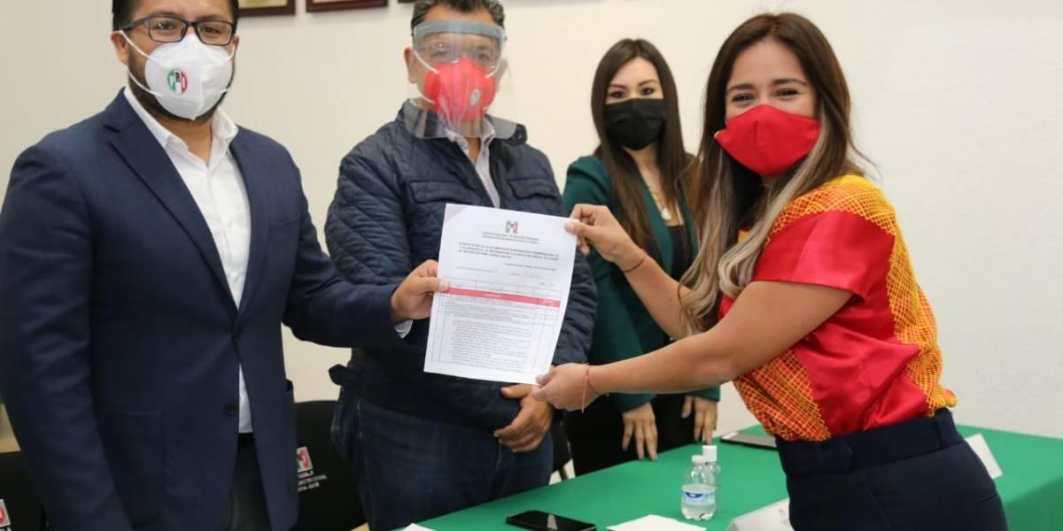 PRI poblano registra a ocho precandidatos a diputaciones federales