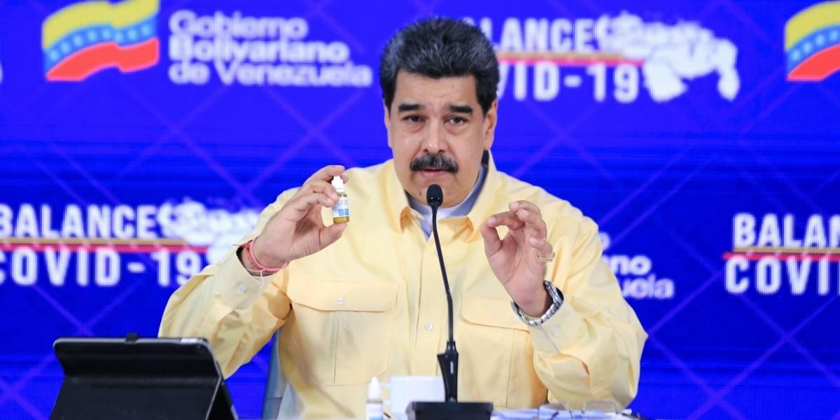 """Nicolás Maduro presentó unas gotas """"milagrosas"""" que supuestamente """"neutralizan"""" el coronavirus"""