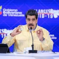 """Nicolás Maduro presenta unas """"gotitas milagrosas"""" que según afirma """"neutralizan"""" el Covid-19"""