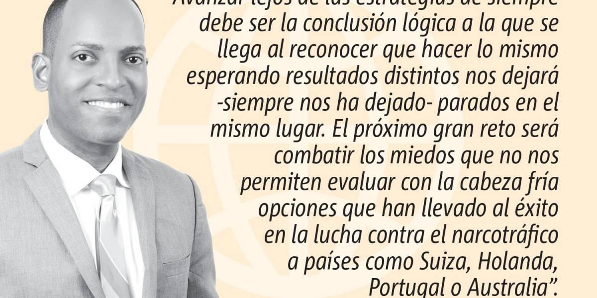 Opinión de Julio Rivera Saniel: Una pierna aquí y la otra allá