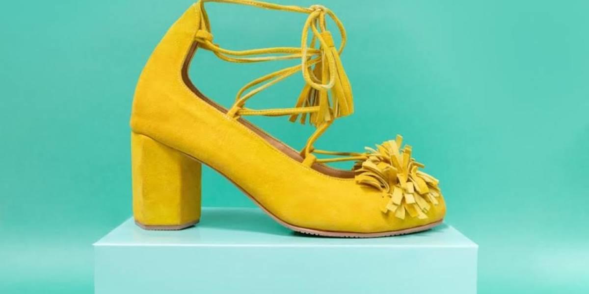 Profesional de la moda se reinventa con calzado divertido
