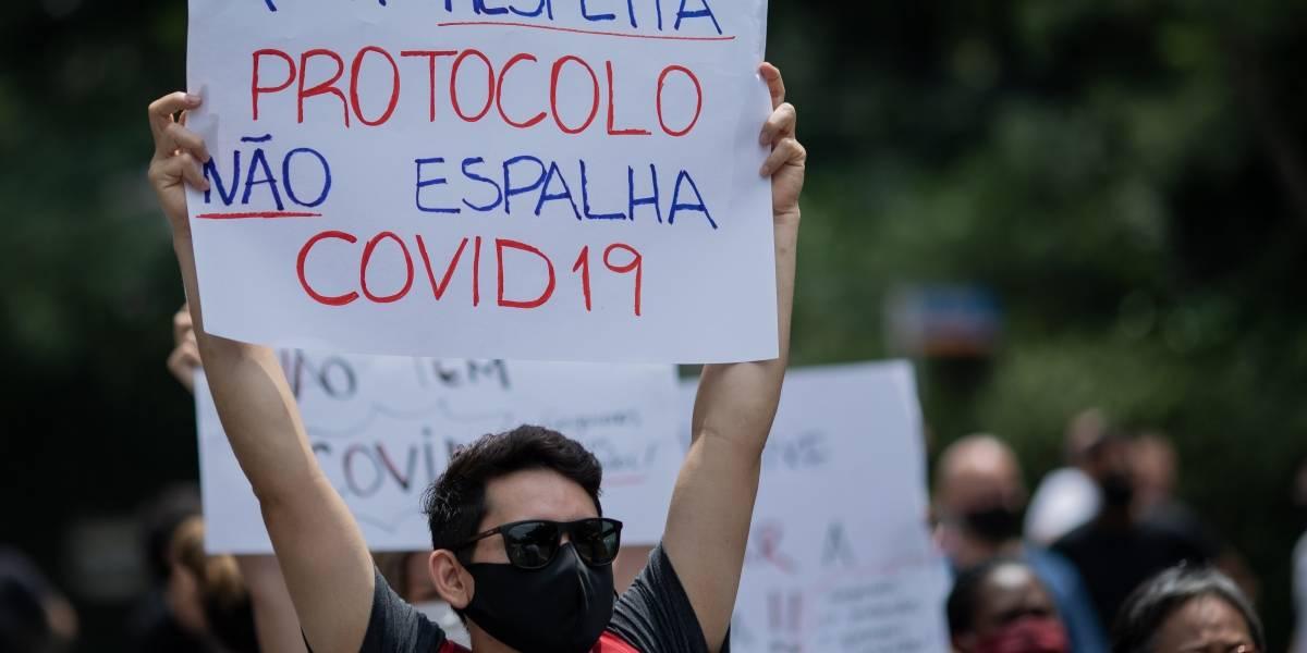 Donos de bares e restaurantes protestam na Paulista nesta quarta