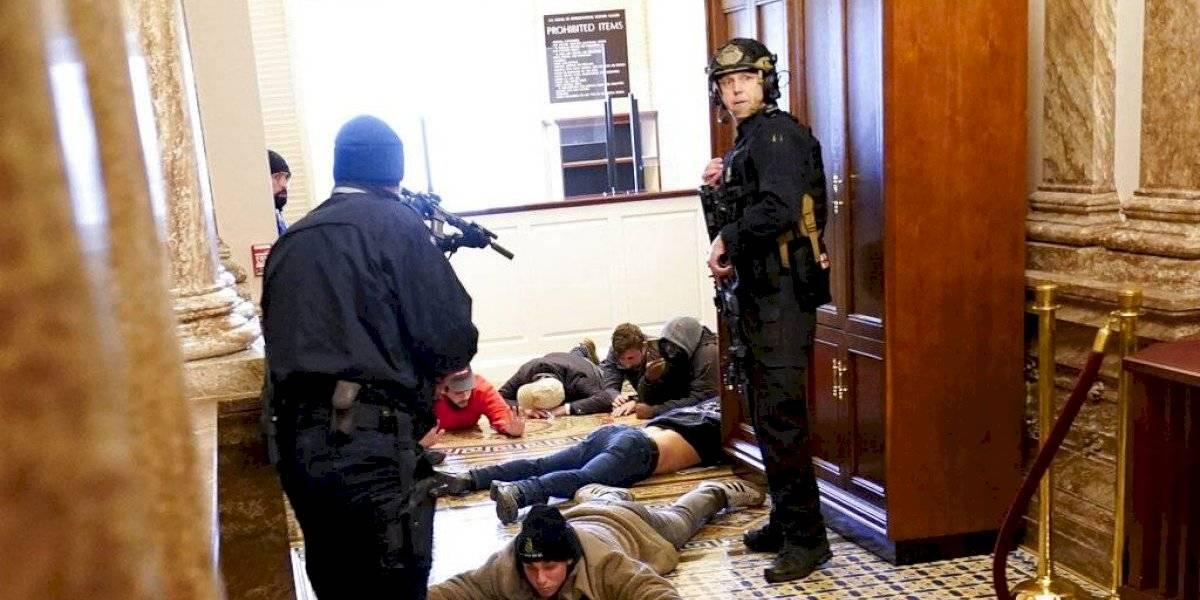 Policía del Capitolio se disculpa por fallas de seguridad