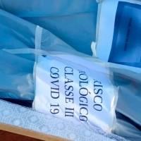Caixão de morto por covid-19 é encontrado abandonado em estrada