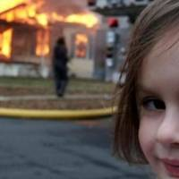 Fotos: Así luce la niña del meme