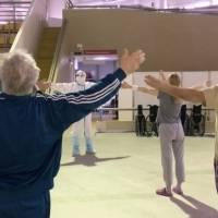 Enfermos de Covid-19 se recuperan practicando antiguos ejercicios chinos de taichí en Moscú