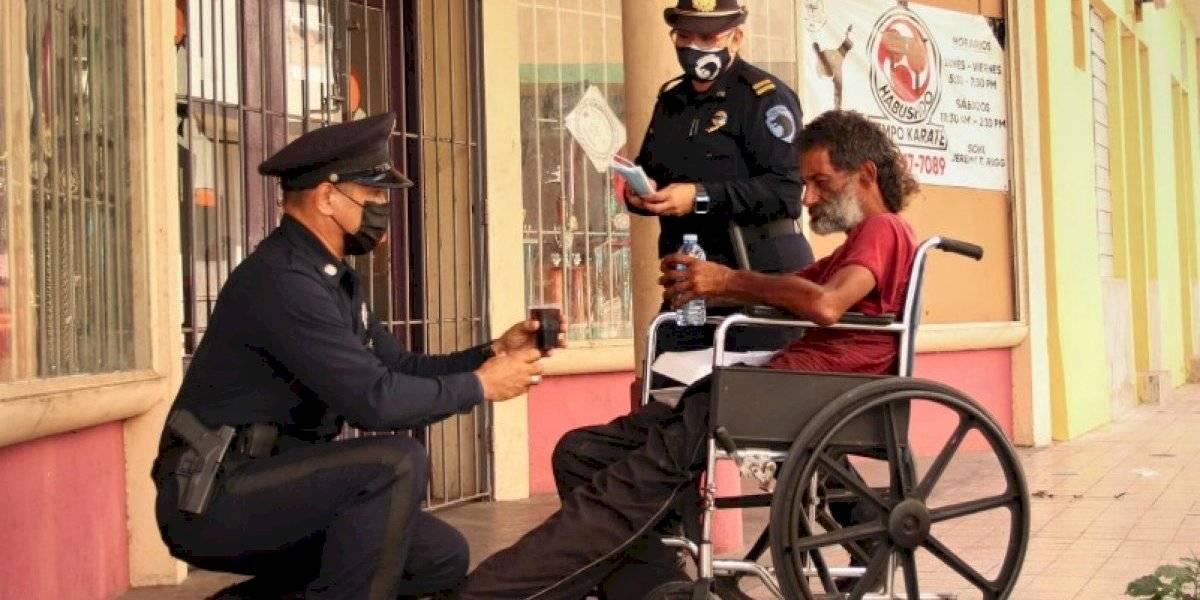 Policía Municipal de Ponce realiza gesto de amor a población sin hogar