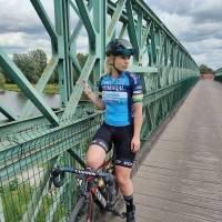 Ex ciclista es vetada de un equipo por aparecer en revista para adultos