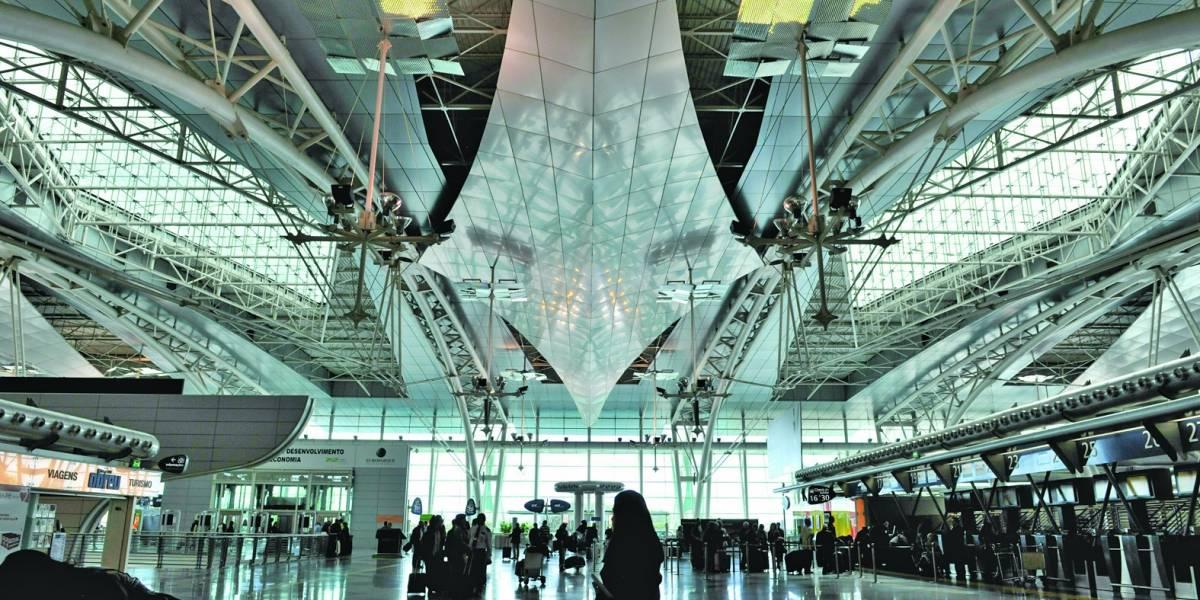Mutação brasileira se espalha e mais governos barram voos