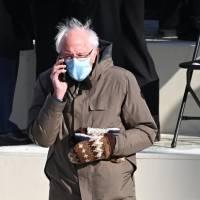 Memes y guantes de Sanders ayudan a recoger $1.8 millones en pocos días