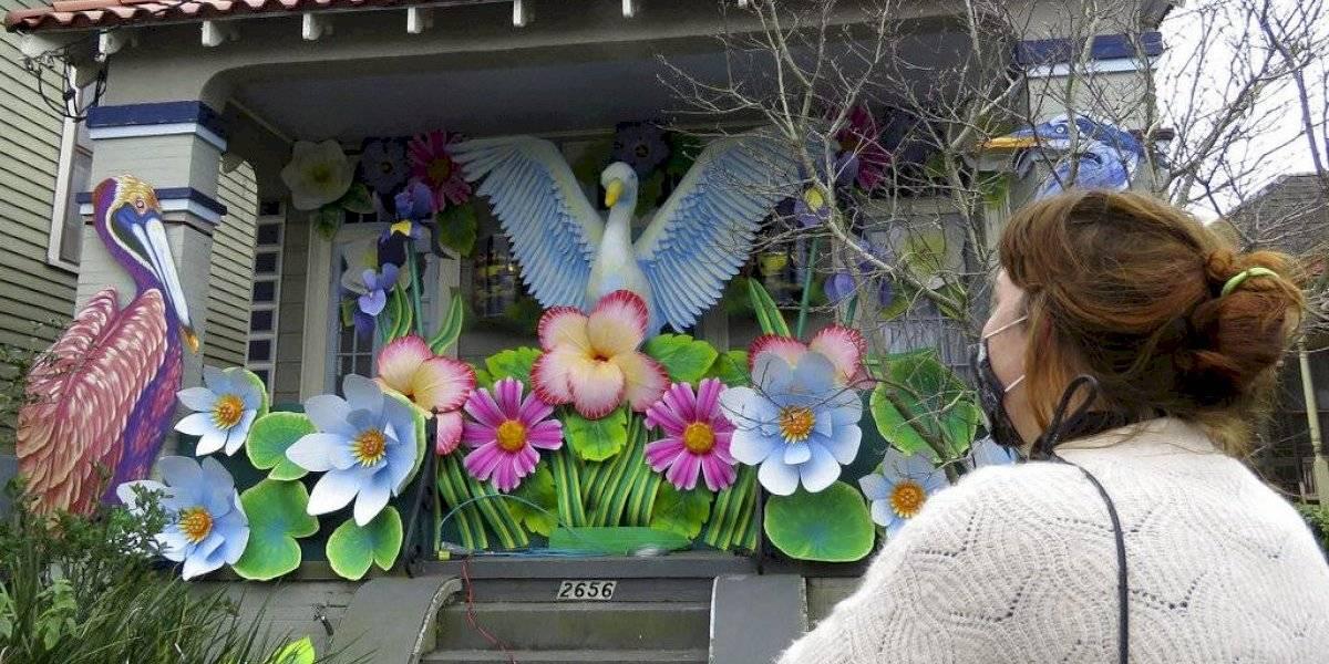 Mardi Gras: Sin desfiles, miles decoran casas como carrozas