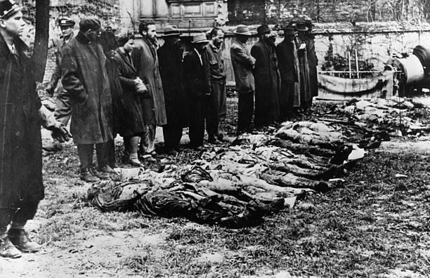 Civiles alemanes fueron llevados a ver los crímenes de los campos de concentración.