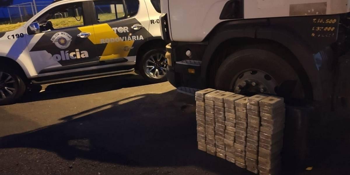 PM Rodoviária apreende mais de 100 quilos de pasta base de cocaína em Presidente Venceslau (SP)