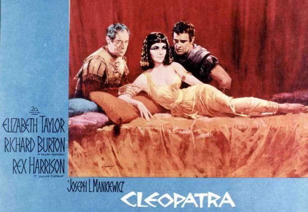 Liz Taylor como Cleopatra.