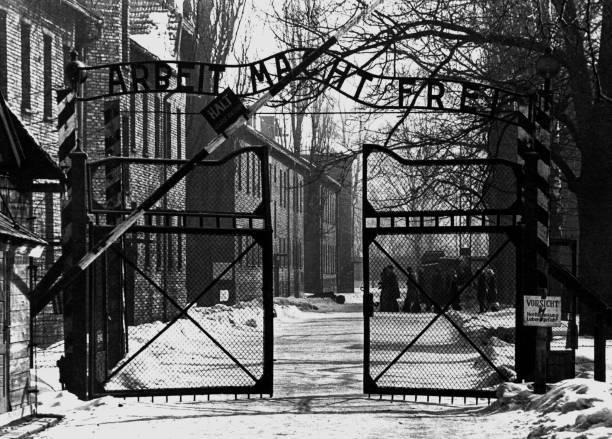 """""""El trabajo os hace libres"""", decía la inscripción en la entrada de Auschwitz."""