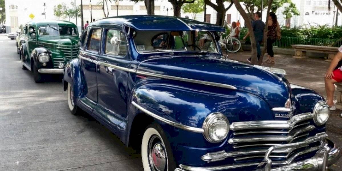 Regresa la exhibición de carros antiguos a la Plaza Las Delicias en Ponce
