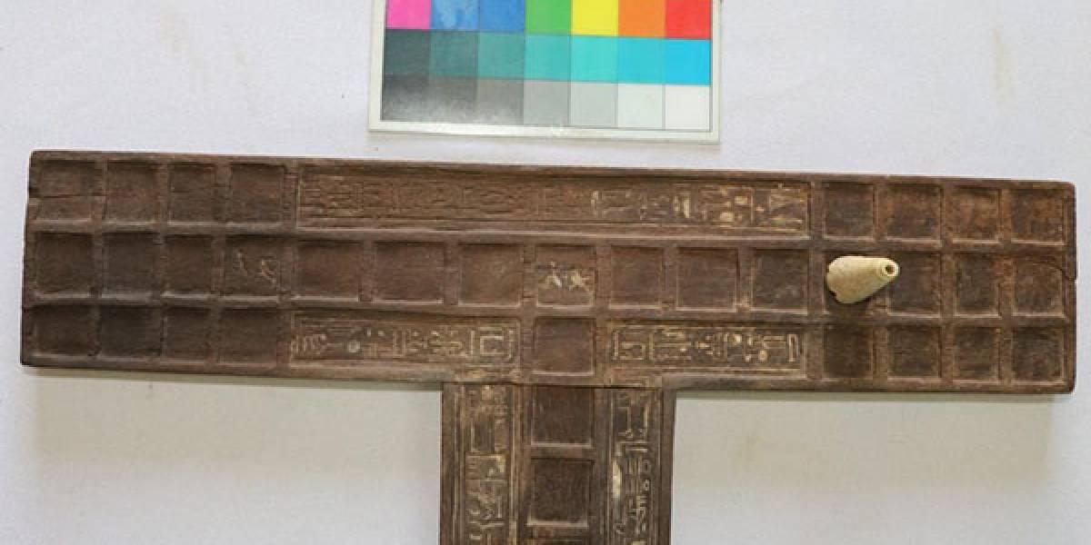 Arqueólogos encontram jogo de tabuleiro em tumba de 3 mil anos