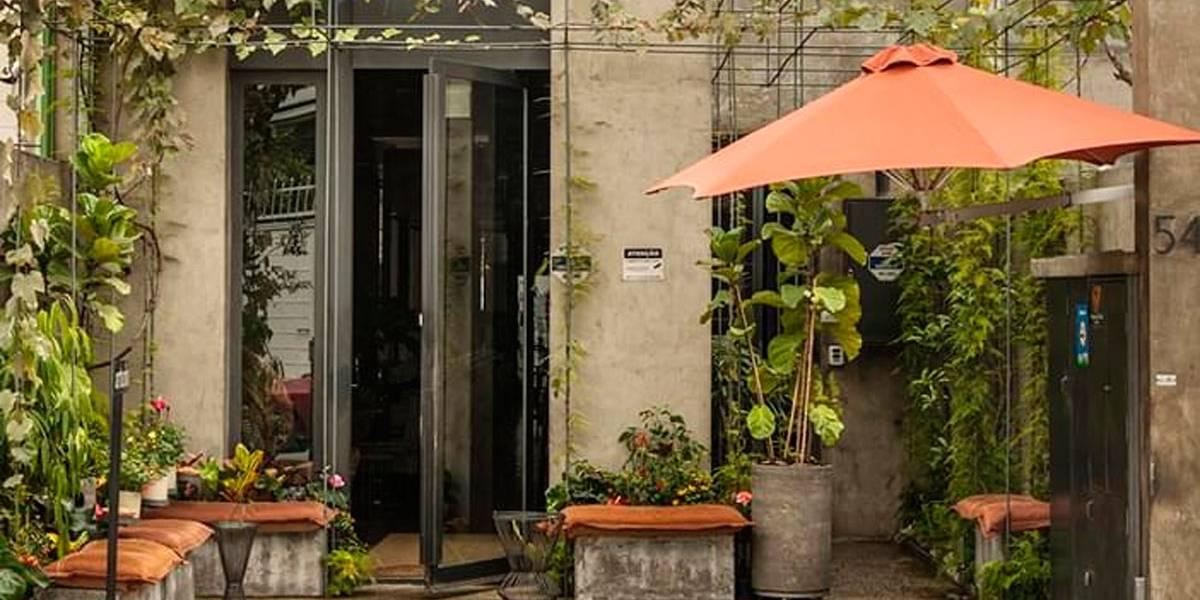 Bandidos fazem arrastão em restaurante da chef Paola Carosella, em São Paulo