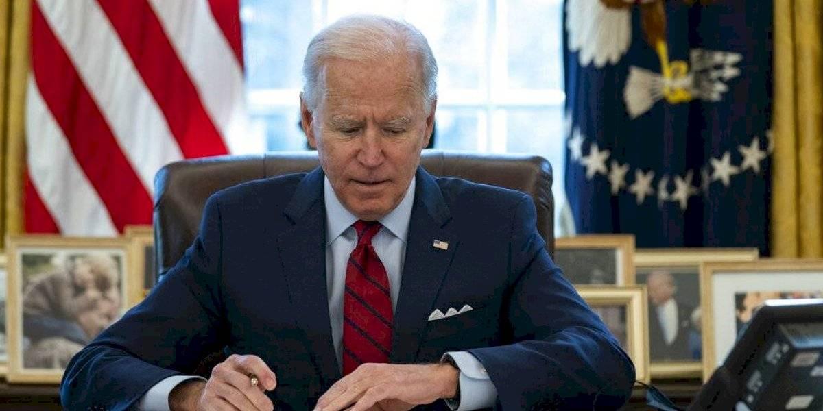 Biden toma medidas para ampliar el acceso a seguro médico en medio de la pandemia