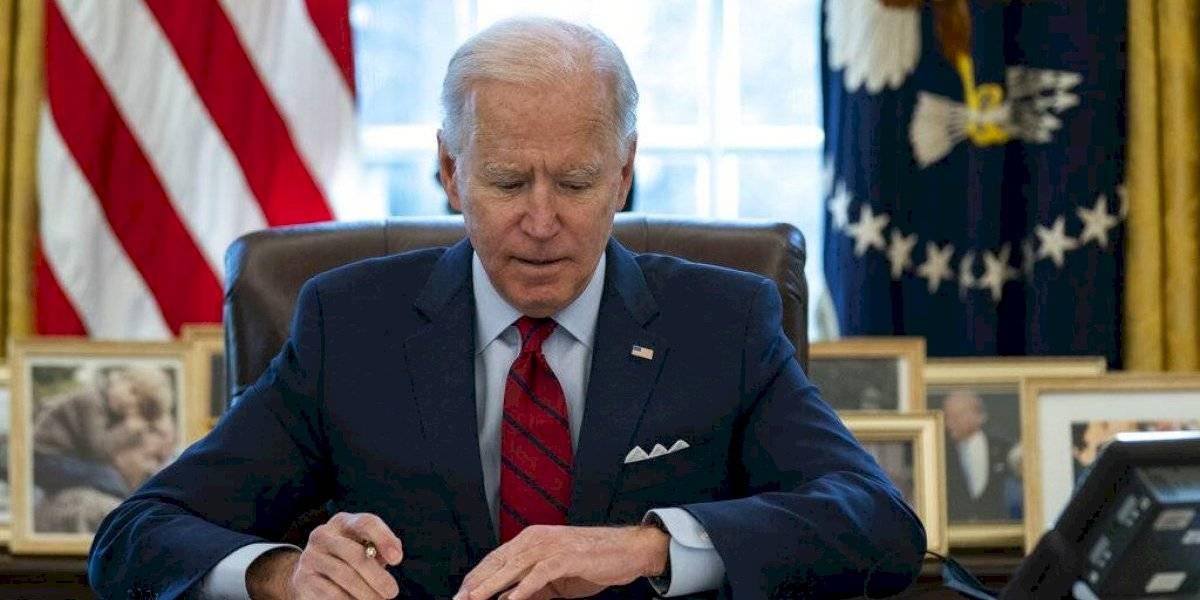 """Biden advierte a Putin que Estados Unidos """"actuará firmemente en defensa de sus intereses nacionales"""""""
