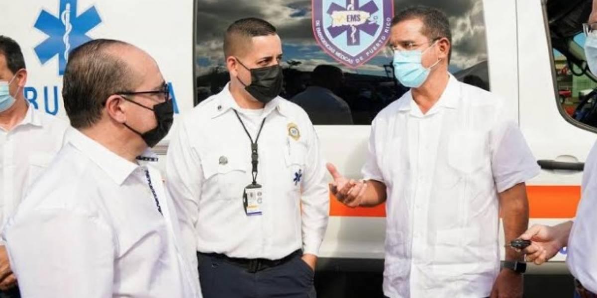 Gobernador entrega 18 ambulancias que irán a diferentes regiones de la Isla