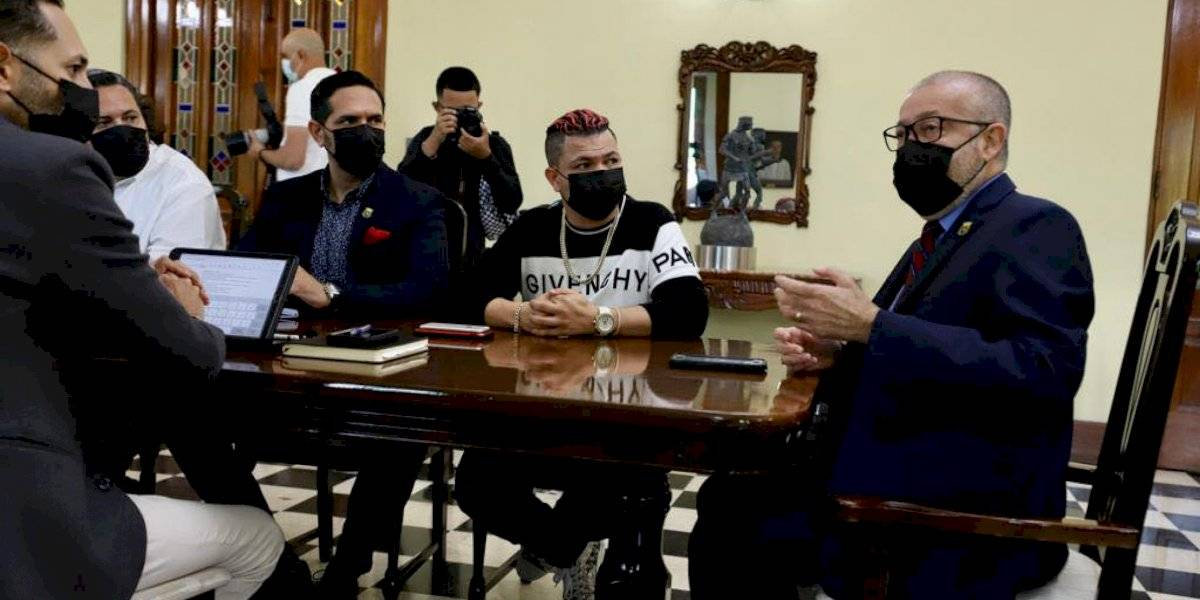 Ponce comienza reuniones con Jowell para la escuela del reggaetón