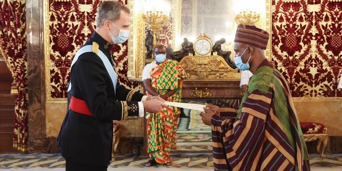 Uruguay.- El Rey recibe las cartas credenciales de siete nuevos embajadores