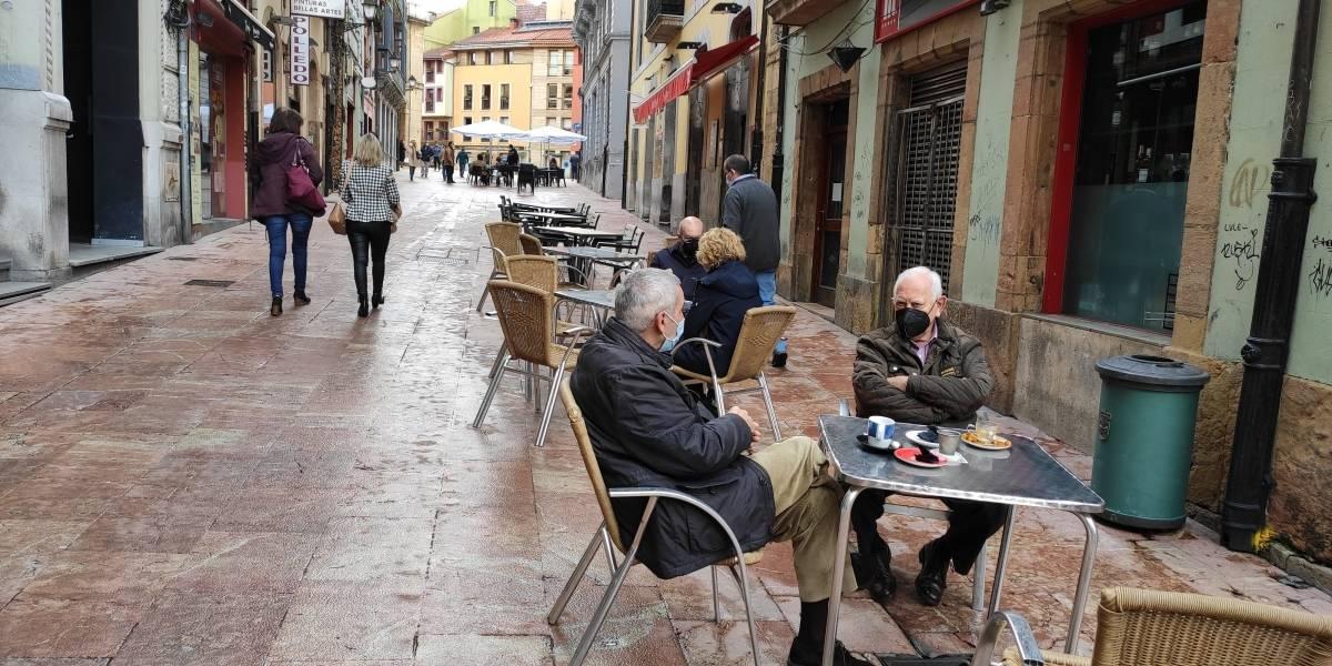 España.- Sanidad notifica 38.118 nuevos casos y 513 muertes por COVID-19, con la incidencia bajando hasta 886