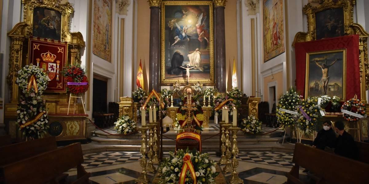Rey Felipe.- El Rey acude a la capilla ardiente del arzobispo castrense, fallecido por Covid