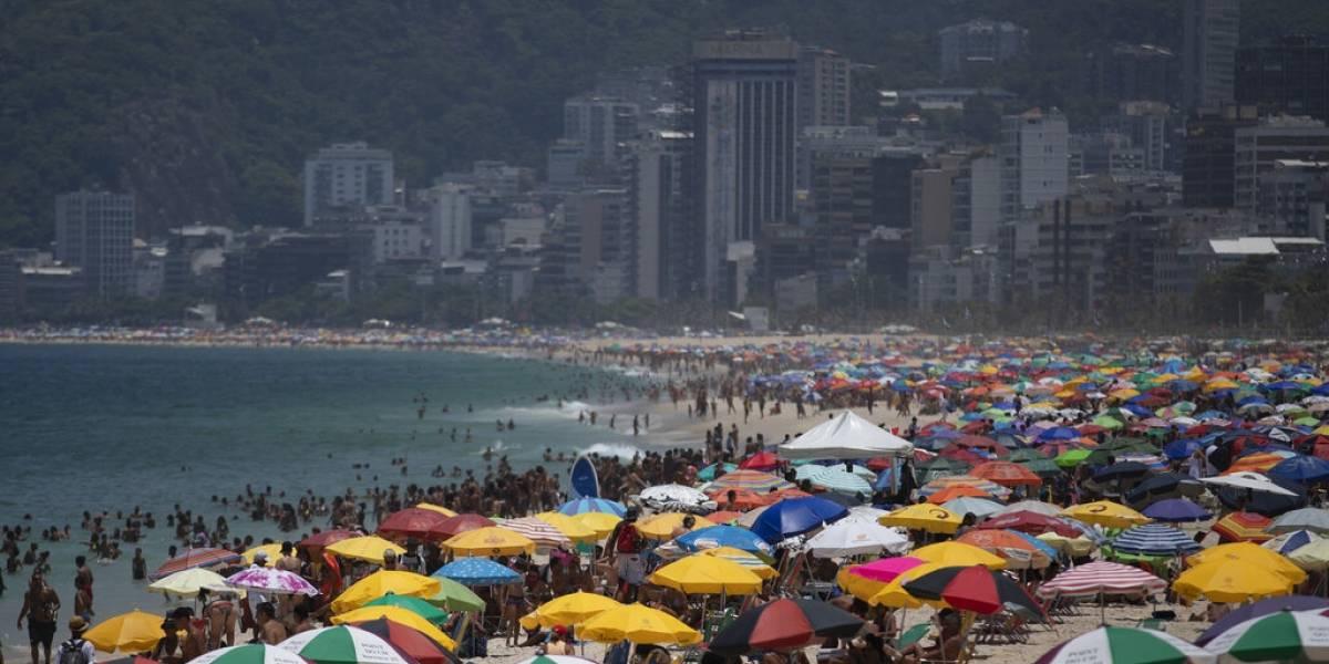 Países vecinos a Brasil restringen viajes por variante de COVID-19