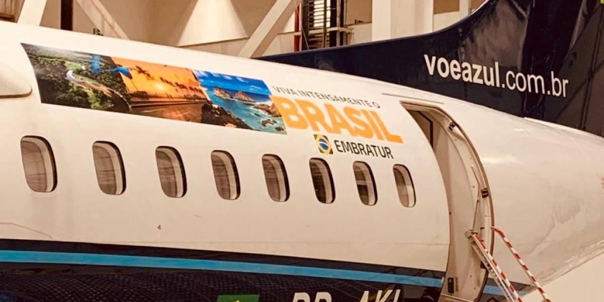 Companhia Azul adesiva aeronaves para promover o turismo doméstico