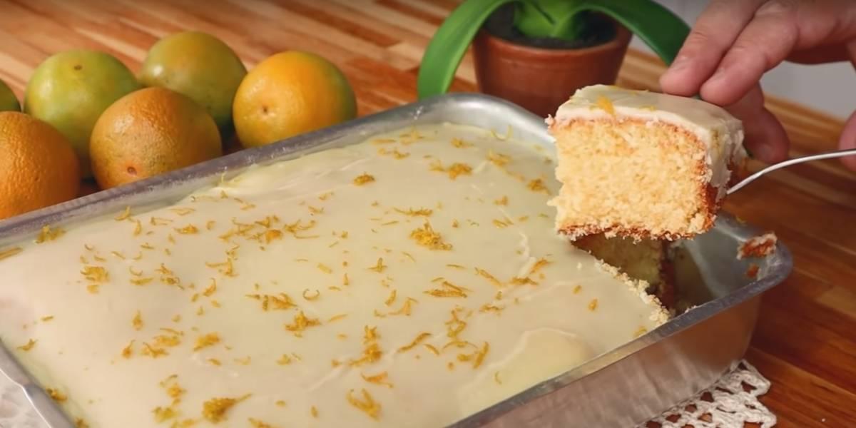 Receita prática de bolo de laranja com glacê caseiro