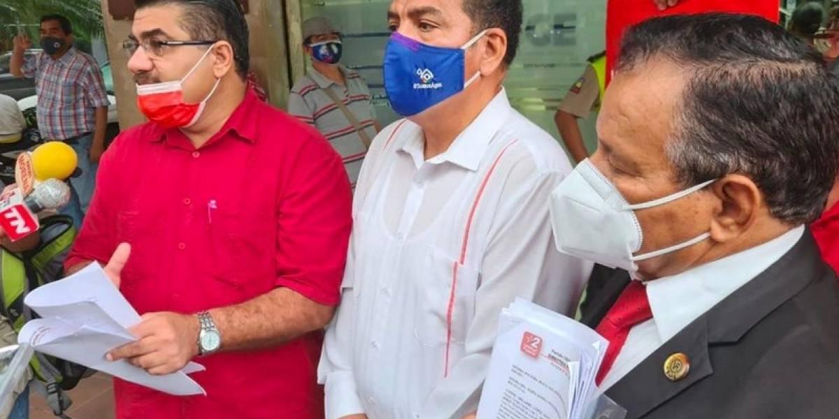 """Nueva denuncia contra el Ministro de Salud por """"abuso de confianza"""" en el uso de vacunas"""